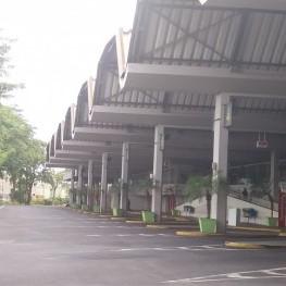 Na foto, destaque para as baías de ônibus.