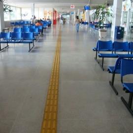 Na foto, destaque para a quantidade de assentos destinados aos usuários.